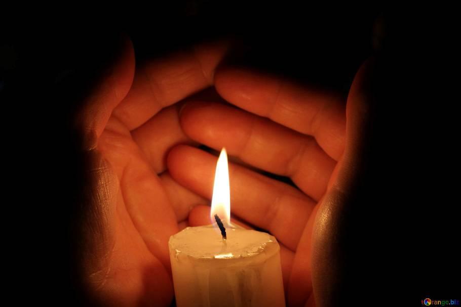 candle-hand-burning-18118